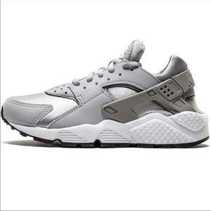 Nike Air Huarache Wolf Gray Silver Size 7
